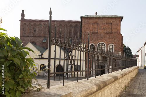 Fototapeta old synagogue in jewish district of krakow - kazimierz on szeroka street in poland obraz