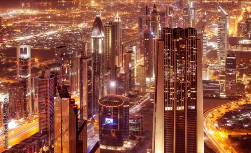 Photo  Dubai city at night