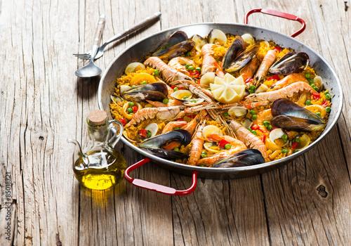 Photo  Traditional spanish food paella