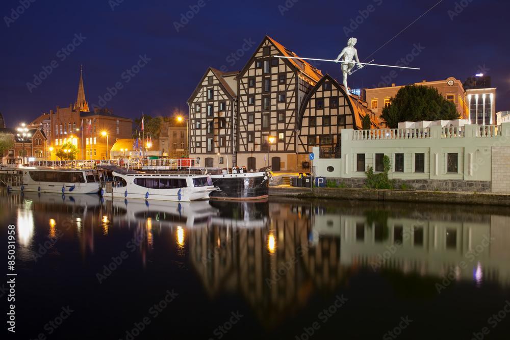 Fototapety, obrazy: Granaries in Bydgoszcz at Night