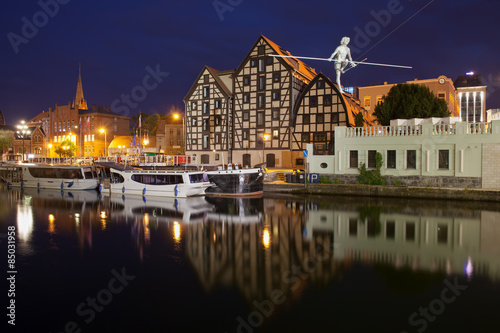 Obraz Granaries in Bydgoszcz at Night - fototapety do salonu