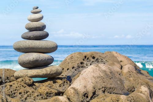 Fotografía  galets zen superposés en équilibre