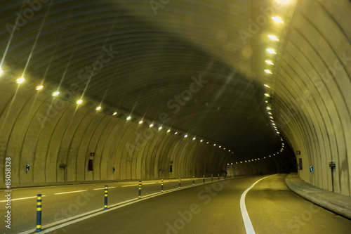In de dag Tunnel Abstract speed motion in urban highway road tunnel