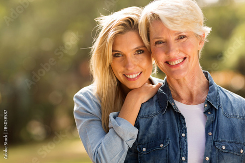 Obraz mature mother and young daughter - fototapety do salonu