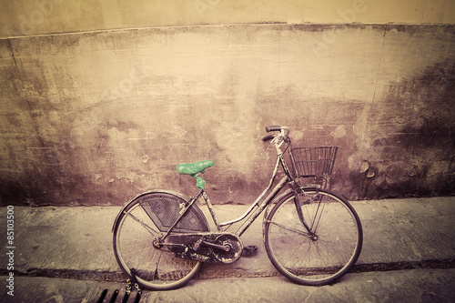 Fotobehang Fiets old bicycle in a rustic street in Florence