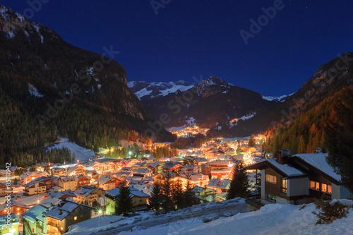zimowy-krajobraz-wsi-w-gorach