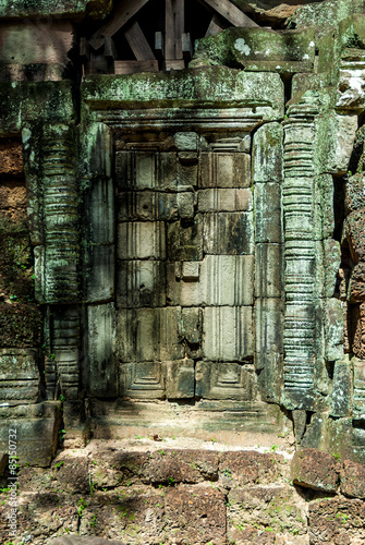 Foto op Aluminium Rudnes blind door of the central prasat in the archaeological ta som place in siam reap cambodia