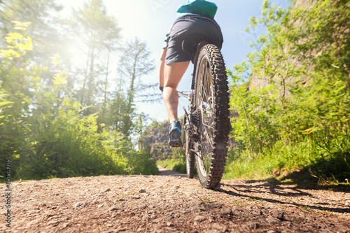 Foto op Plexiglas Fietsen Mountain biker on a forest trail