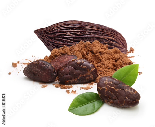 Fotografía  Cacao beans and powder isolated