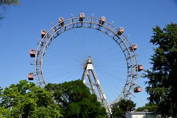 Wiener Riesenrad mit Bäumen