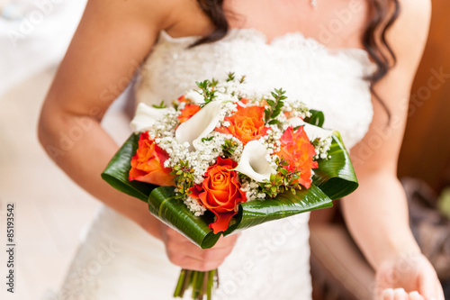 Calle Bouquet Sposa.Sposa Con Bouquet Di Rose E Calle Colorato Buy This Stock Photo