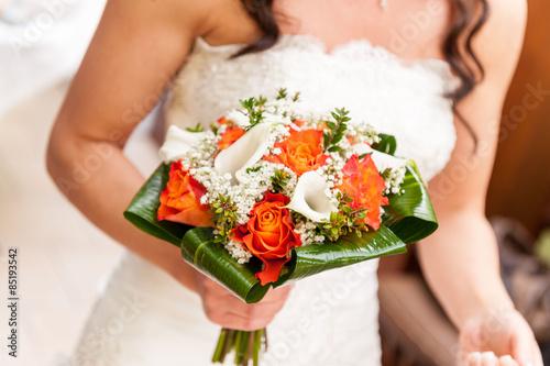 Bouquet Sposa Rose E Calle.Sposa Con Bouquet Di Rose E Calle Colorato Buy This Stock Photo