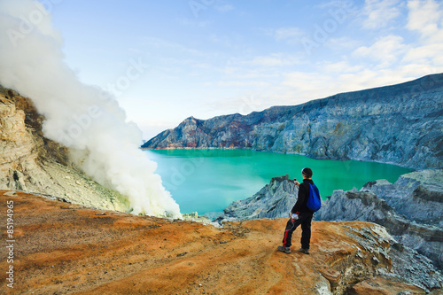 Foto op Plexiglas Indonesië Tourist visit a crater Volcano Ijen, Java,Indonesia