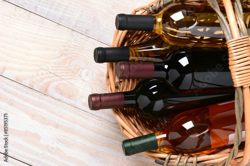 Foto  Basket of Wine Bottles