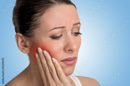 Photo woman with sensitive tooth ache crown problem