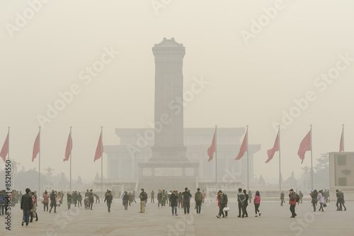 Tuinposter Peking The haze hangs over Tiananmen Square