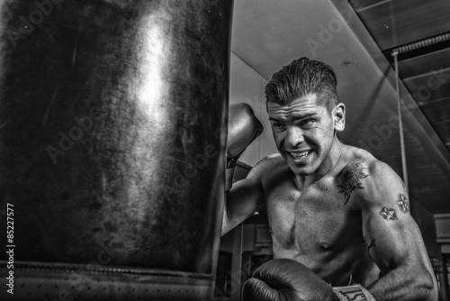 Boxeur in bianco e nero su sfondo nero Canvas Print