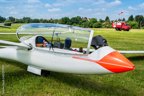 Segelflugzeug am Boden