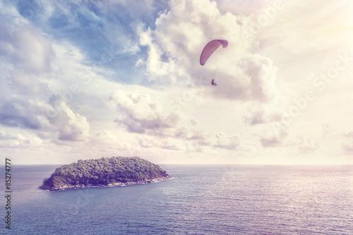 Foto op Canvas Luchtsport Paraglider. Vintage style photo