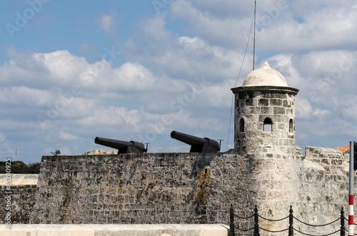 Foto op Canvas Vestingwerk Historic cannons at Fort Salvador in Havana used to guard Havana Bay