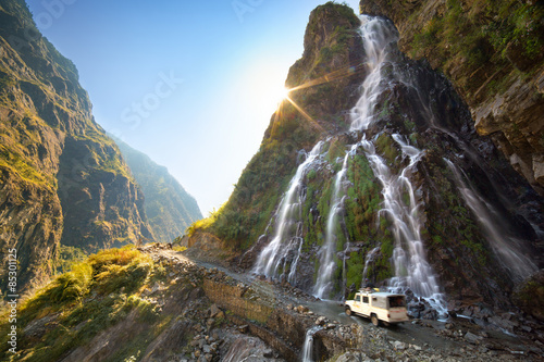 Spoed Foto op Canvas Nepal Roadside waterfall