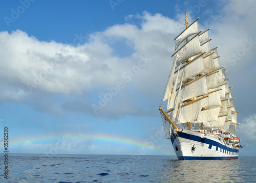 Spoed Foto op Canvas Zeilen Sailing ship on the background of the rainbow