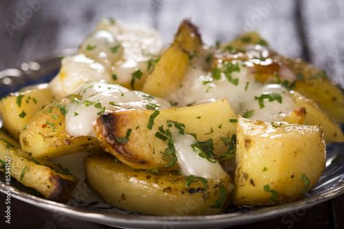 Photo Baked potatoes with garlic