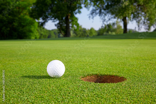 Foto op Aluminium Golf Golf ball on the green