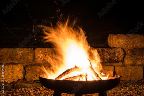 Fotomural Lagerfeuer, Flammen Faszination Feuerschale, Fire Bowl, Glut, Feuerholz
