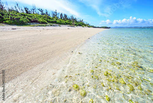Photo  Clear sea and the beach of Okinawa, Japan