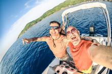 Adventurous Best Friends Takin...