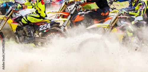partenza in gara di motocross