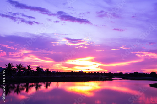 Foto op Canvas Candy roze Beautiful sunset sky. Over lake.