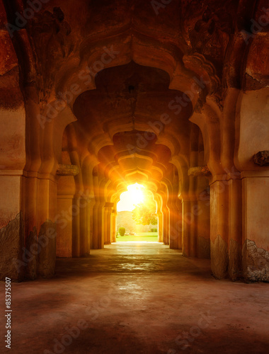 Photo  Old ruined arch in ancient palace at sunset