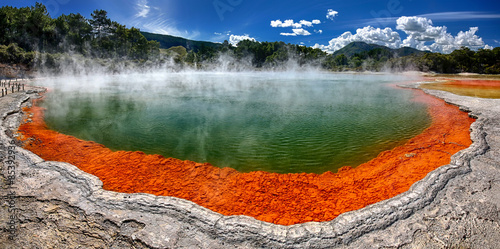 Keuken foto achterwand Donkergrijs Thermal lake Champagne Pool at Waiotapu - New Zealand