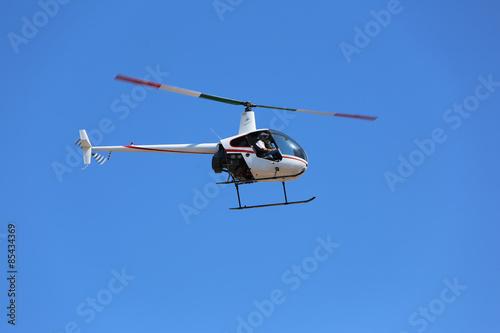 Staande foto Helicopter Hubschrauber, Filmaufnahmen, Helikopter, Tiefflug, Fersehaufnahmen, 2Sitzer Hubschrauber, Nachrichten Hubschrauber