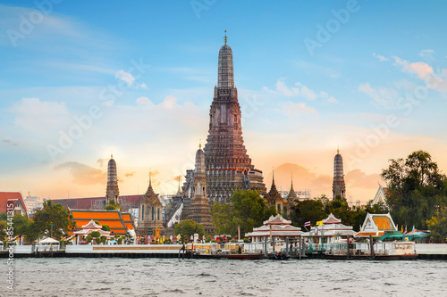 Montage in der Fensternische Tempel Wat Arun - the Temple of Dawn in Bangkok, Thailand