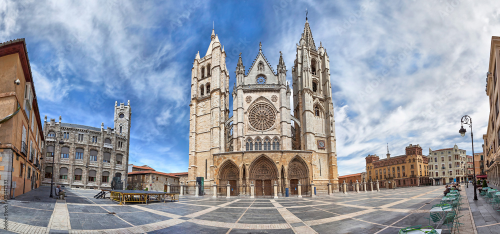 Fototapety, obrazy: Panorama of Plaza de Regla and Leon Cathedral, Spain
