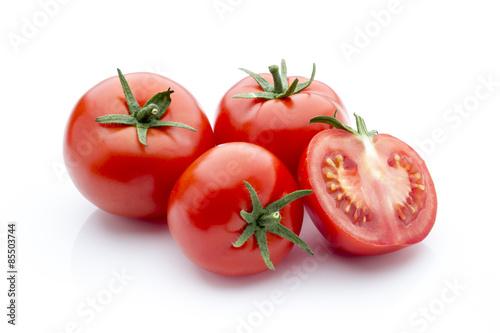 Fotografía  Tomato on the white isolatd background.