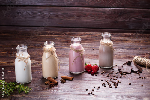 Photo sur Toile Lait, Milk-shake Various natural milkshakes.
