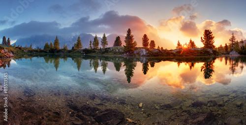 Poster Lac / Etang Mountain alps lake sunset panorama in Dolomites