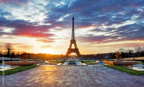 Cadres-photo bureau Tour Eiffel Sunrise in Paris, with Eiffel Tower