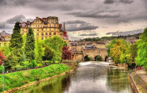 widok-miasta-bath-nad-rzeka-avon-anglia