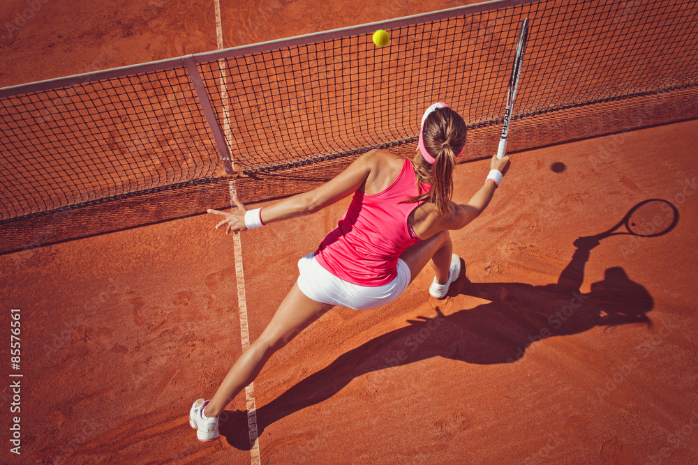 Jeune femme jouant tennis.High angle view.Forehand volley. Poster