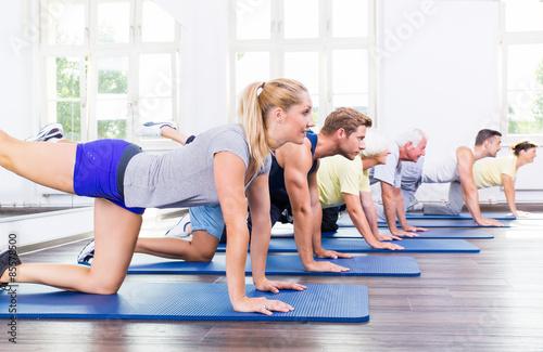 Foto op Plexiglas Fitness Gruppe bei der Gymnastik
