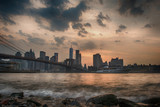 Zachód słońca nad Manhattan Bridge