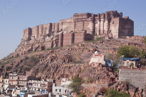 Poster Vestingwerk The 15th century Mehrangarh fort complex containing severaal palaces and set on a hillside 400 feet above the city of Jodhpur