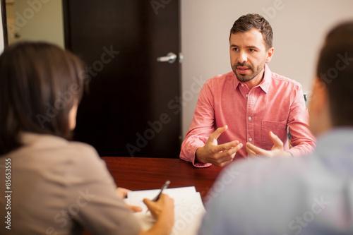 Fotografie, Obraz  Mladý muž při pohovoru