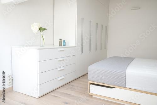 arredamento chiaro per camera da letto – kaufen Sie dieses Foto und ...