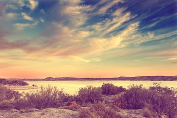 Fototapeta Naturaleza ,paisaje en estilo retro. Lago y vegetación en efecto vintage.